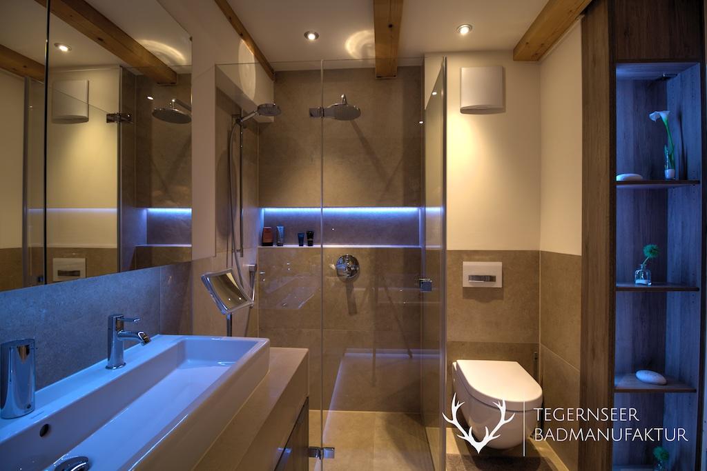 Bad ohne fenster einrichten tegernseer badmanufaktur for Badezimmerausstattung einrichten